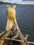 Boatman en Totora-rietboot Stock Fotografie