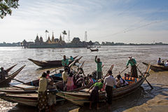 Boats across the river for worship Yelena Paya pagoda, Myanmar Royalty Free Stock Photos