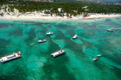 Boats and beach from above Royalty Free Stock Photos