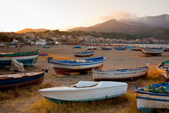 Boats on beach at sunset Royalty Free Stock Photography