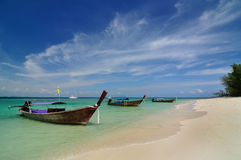 Boats on beautiful beach Royalty Free Stock Photos