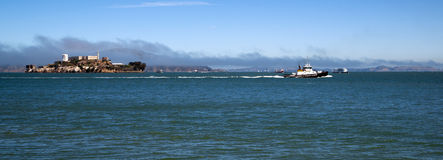 Boats Churn Bay Water Tug Boat Ferry Alcatraz Island San Francisco Royalty Free Stock Photos