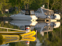 Boats docked near hydro dam Stock Photos