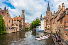 Free Boats Full Of Tourist Enjoying Bruges Stock Images - 118500034
