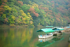 Boats on Katsura river at fall in Arashiyama Stock Photography