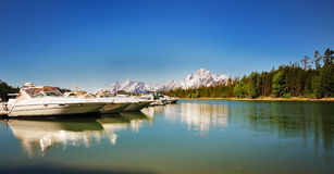 The Boats near Jackson Lake resort Royalty Free Stock Photography