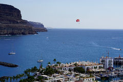 Boats and paraglider in puerto de mogan royalty free stock photography