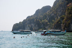 Boats with tourists diving in the Phi Phi Islands, Thailand Royalty Free Stock Photos