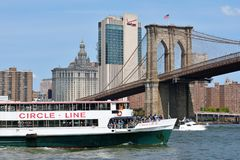 Boats under Brooklyn Bridge Stock Images