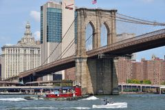 Boats under Brooklyn Bridge Stock Photos