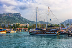 Boats and yachts in the Bay of Kemer Royalty Free Stock Photos