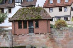Boatshed sul fiume in Germania fotografie stock