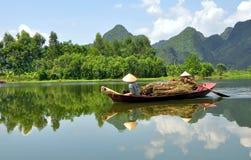 Boatwomen del Vietnam Immagine Stock