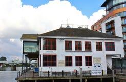 Boatyard de los turcos en Kingston sobre el Támesis Surrey Foto de archivo libre de regalías