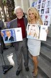 Bob Barker och Pamela Anderson Royaltyfri Fotografi