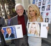 Bob Barker och Pamela Anderson Fotografering för Bildbyråer