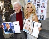 Bob Barker och Pamela Anderson Royaltyfria Bilder