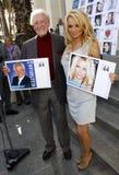 Bob Barker y Pamela Anderson Imagen de archivo libre de regalías