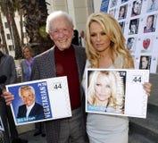 Bob Barker y Pamela Anderson Fotos de archivo libres de regalías