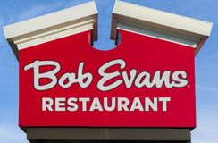 Bob Evans Restaurant Exterior Sign e logotipo Fotos de Stock Royalty Free