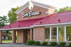 Bob Evans Restaurant Exterior Sign och logo Arkivbild