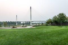 Bob Kerry Pedestrian Bridge em Omaha imagem de stock