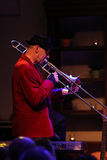 Boba演奏实况音乐的爵士乐队在克拉科夫爵士乐在Jaszczury俱乐部的所有Souls'天节日 克拉科夫 图库摄影