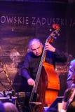 Boba演奏实况音乐的爵士乐队在克拉科夫爵士乐在Jaszczury俱乐部的所有Souls'天节日 克拉科夫 免版税库存照片