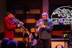 Boba Jazz Band que joga a música ao vivo no festival do dia do €™ de Cracow Jazz All Soulsâ no clube de Jaszczury Cracow foto de stock