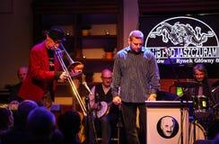 Boba Jazz Band que joga a música ao vivo no festival do dia do €™ de Cracow Jazz All Soulsâ no clube de Jaszczury Cracow foto de stock royalty free