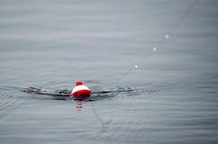 Bobber di pesca - ho ottenuto un morso Fotografia Stock
