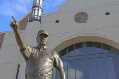 Bobby Bowden Statue på FSU Arkivbild
