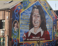 Bobby Sands väggmålning på den Sinn Fein byggnaden i Belfast som är nordlig - Irland Royaltyfri Fotografi