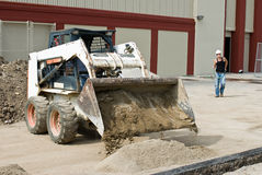 bobcat som tömmer sanden Fotografering för Bildbyråer