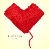 bobina Coração-dada forma do fio e do texto vermelhos eu te amo, mamã Imagem de Stock