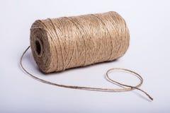 Bobina de la cuerda en un fondo blanco Foto de archivo libre de regalías