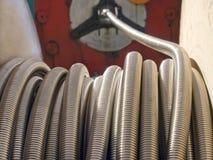 Bobina de la manguera del metal flexible. Imágenes de archivo libres de regalías