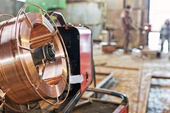 Bobina del alambre de soldadura para la soldadura automática en blindar los gases Fotografía de archivo libre de regalías