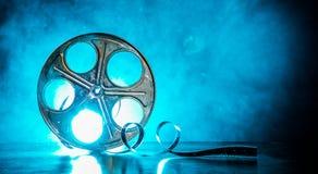 Bobina del film con fumo e la lampadina immagine stock libera da diritti