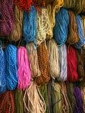 Bobina della corda di colore Chiuda su della parte del aroun avvolto corda di colore immagine stock