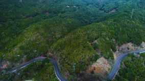 Bobina della strada in montagne video d archivio