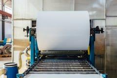 Bobina industrial da folha de metal para a máquina da formação de folha de metal na oficina imagem de stock royalty free