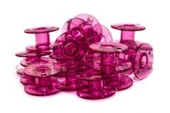 Bobina plástica rosada para la máquina de coser foto de archivo libre de regalías