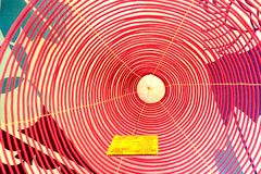 Bobina a spirale di incenso in un tempio nel Vietnam Immagine Stock