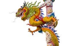 Bobina torcida dragón chino en pilares altos en fondo del aislante fotografía de archivo