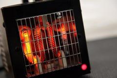 Bobinas calientes en un calentador de espacio Imagenes de archivo