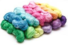 Bobinas da linha colorida no fundo branco Fotos de Stock Royalty Free