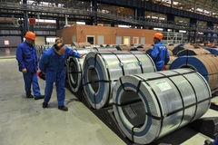 Bobinas de acero de Warehouse del acero de hoja Imágenes de archivo libres de regalías