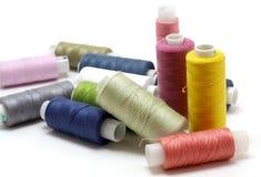 Bobinas de las cuerdas de rosca del color fotos de archivo