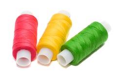 Bobinas de las cuerdas de rosca del color foto de archivo